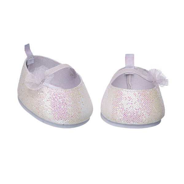 Dress up your furry friend's paws with this pretty pair of white sparkle flats. This stylish pair of shoes adds a touch of shine to any outfit and makes the perfect addition to your furry friend's favourite outfit.