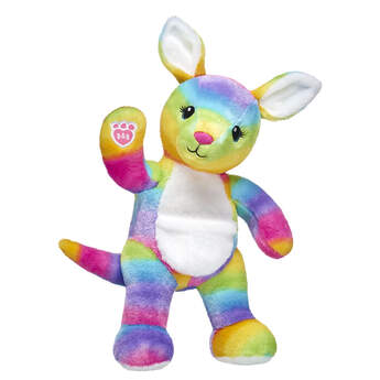 Hop into fun with Colour Craze Kangaroo! Journey down under with this wild animal and its awesome rainbow fur. Plus, this adorable Kangaroo stuffed animal includes a pouch on its white belly. Make your fluffy Kangaroo your own by personalising it with outfits, sounds and accessories!