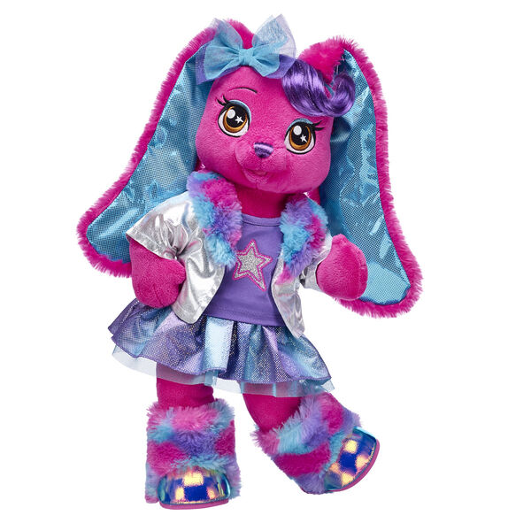 The guitarist of the Honey Girls loves music and being creative! This cuddly stuffed animal bunny gift set features Risa in a glittery stage-ready look. This colourful gift set makes a rockin' surprise for any Honey Girls fan!