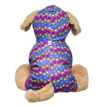 Your Promise Pet can dream in every colour of the rainbow with this cute sleeper! This purple sleeper has pink trim and a paw print pattern of green, blue, pink and yellow colours. It also features a hoodie and holes for their ears and tail! Care for your pet by adding this super cute look to your Promise Pets collection!