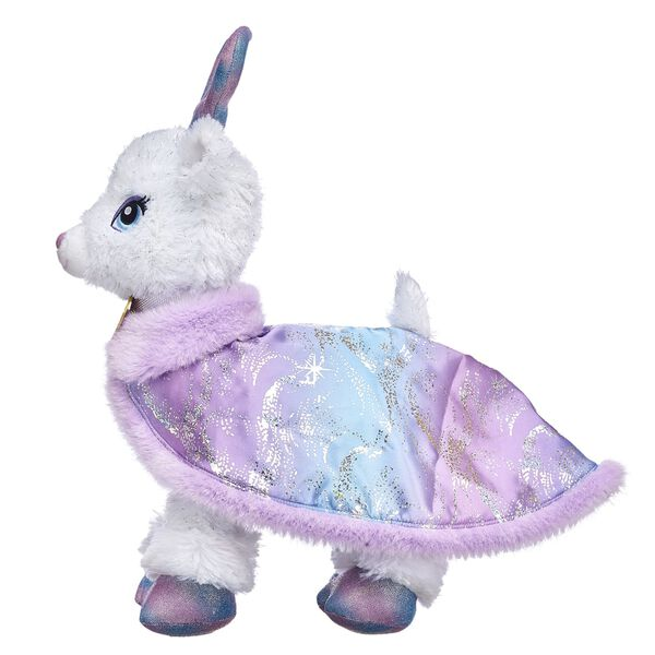 Colour Glow Glisten can soar through the sky in her signature cape! With a shimmery star design and a purple faux fur lining, this stylish reindeer cape is sure to brighten the season.